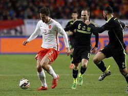 Испания уступила Голландии, Англии спаслась от поражения