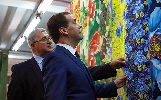 Медведев призвал швей посодействовать импортозамещению