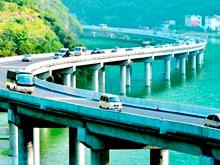 В Китае открылась  удивительная автострада  посреди реки