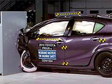 Toyota Prius C с трудом проходит краш-тесты IIHS