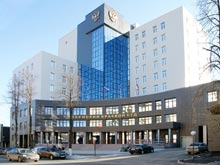 Житель Перми отсудил у дорожников около 400 тысяч рублей  за  яму