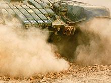 Танки грязи  боятся: боевая машина увязла  на непроходимой обочине  под  Новосибирском