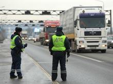 Дальнобойщики грозят  массовыми забастовками, требуя ввести мораторий на сборы с 12-тонников